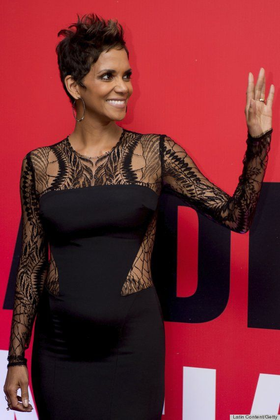 You probably have to actually be Halle Berry to make this work and not look weird - the shape of those cutouts, and all that lace, I'm not sure it'd be so fantastic on those with less perfect skin and a less toned body. Still, she is rocking it. #bumpychic