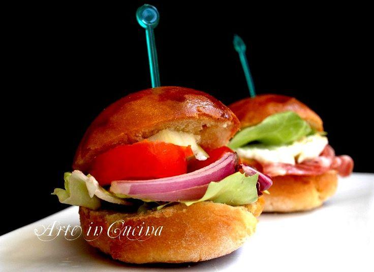 Panini finger food per feste e buffet semplici da farcire, con pasta madre o lievito di birra, veloci congelabili, ricetta semplice per feste di comnpleanno