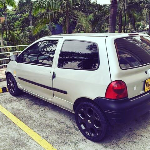 Another image in our inbox!  #driver #renault #twingo #twingotuning #rims #wheel #wheels #tires #road #street #drive #driver #race #exotic #muffler #carshow #myshowcar