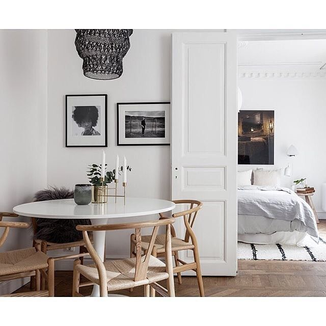 A blissful setting for the Wishbone chair