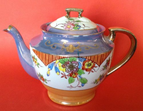 Takito-Lustre-Tea-Pot-Hand-Painted-With-Gold-Moriage-Gilding-Japan