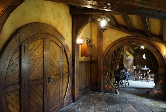 inside green dragon inn, pub in Hobbiton, the New Zealand #Hobbit movie location! See the Lord of the Rings film set, hobbits interiors, Green Dragon Inn and more LOTR in New Zealand. Read it: http://www.lacarmina.com/blog/2016/05/hobbiton-film-set-tour-hobbit-holes/  the shire, hobbit holes houses