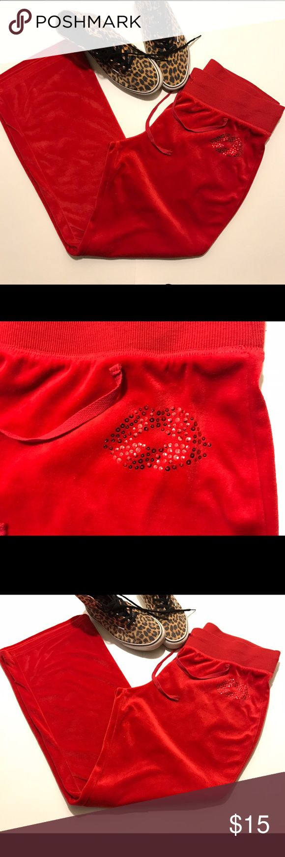 """💘Soft Velour Comfy Couture Like Pants💋😍 💋😘Soft Velour Comfy JCouture Like Pants in  a """"Vibrant Candy 🍎 Red 😍""""! Brand is NO BOUNDARIES w/ small sparkly Sequin designed Lips on the hip. SIZE XL a true 15-16 So these are too big for me cause I like to show my curves 😜lol. But whether it's form fitting or loose these are the most comfiest pants ever to me! 😍❤️ No Boundaries Pants Track Pants & Joggers"""