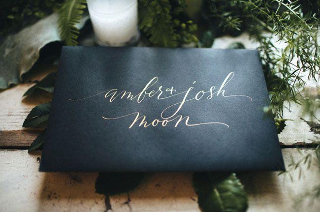 Pretty gold calligraphy takes a plain envelope to the next level! Click through for more metallic wedding ideas!