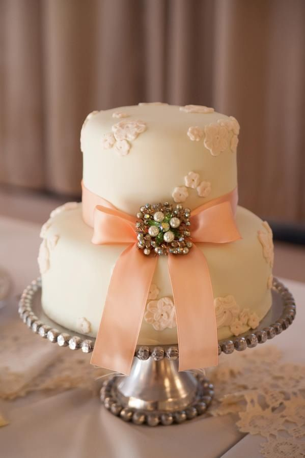 Loved Elise's small wedding cake by Madison's on Main. #wedding #cake