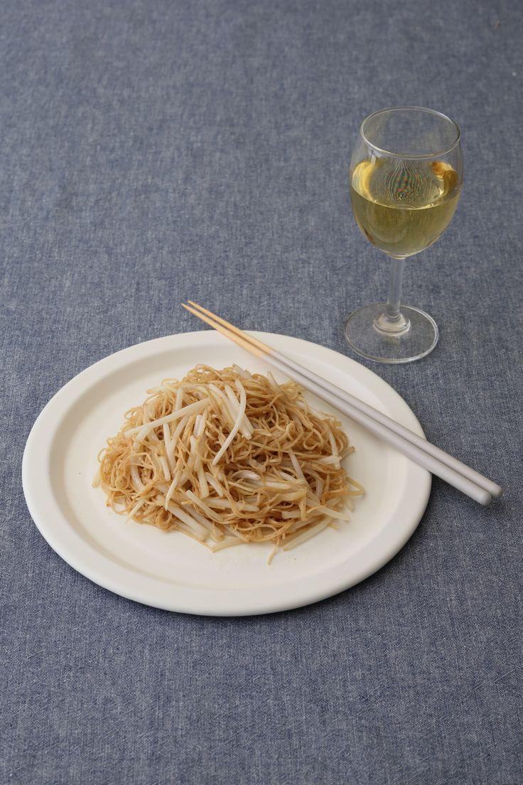 香港風のシンプル麺料理 海老麺とナンプラーの風味がふわっと香る  <材料 2人分> 海老麺(乾麺) 2玉(約90 g) もやし 1