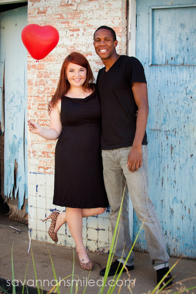 Tiny red heart balloon: Engagement Pictures #engagement #portraits #heart #balloon