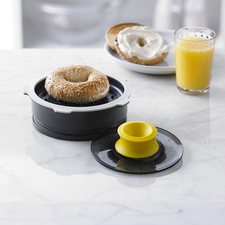 http://www.thekitchenette.fr/ustensiles-de-cuisine-m/Accessoires-de-cuisine/Coupe-bagel-ajustable-5050735--Trudeau/4469 Le coupe Bagel ajustable pour parfaire vos casse-croûte et petit déjeuner ! #bagel #trudeau #ptitdej
