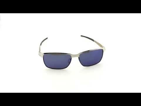 OAKLEY napszemüveg Tinfoil Polished Chrome/ Ice Iridium. Az Oakley napszemüveg lencse a saját fejlesztésű HDO - High Definition Optics® (Magasan meghatározott optika) technológiával készült, melyet a világ legnagyobb sportolói által támasztott követelmények alapján fejlesztettek ki. Átlátszósági-, prizma- és fénytörési összehasonlító tesztek igazolják, hogy a HDO lencsén keresztül sokkal pontosabban és élesebben látunk, mint a hagyományos napszemüvegekben. OLVASS TOVÁBB!