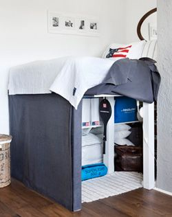 DIY cover for a bunk bed - Hoes voor hoogslaper. Handig als je spullen wilt opbergen! Kijk op www.101woonideeen.nl
