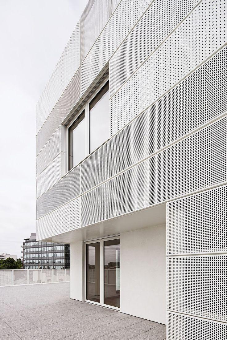 a f a s i a a: RMDM-Lochblech weiße Fassade unter…