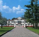The entrance alley of Relais Villa Fiorita in Monastier di Treviso, italy - www.villafiorita.it
