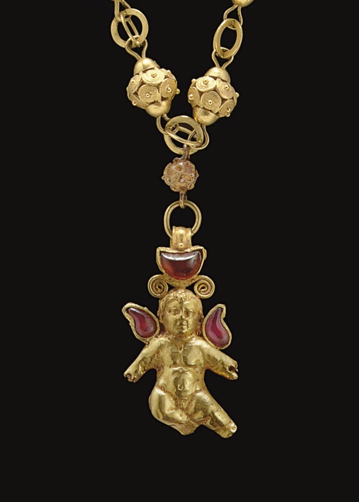A GREEK GOLD AND GARNET PENDANT - HELLENISTIC PERIOD, CIRCA 1ST CENTURY B.C.