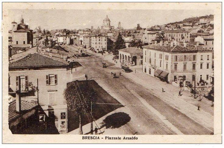 Piazzale Arnaldo - Brescia 1928 Immagine inviata da Giuseppe Sandoni http://www.bresciavintage.it/brescia-antica/cartoline/piazzale-arnaldo-brescia-1928/
