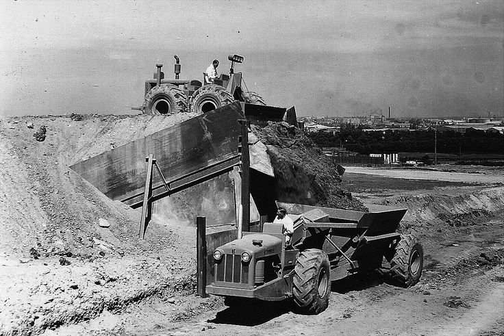 What to do if you don't have a shovel or a loader. In this 1949 photo taken in Australia, a C Tournatractor loads an E18 Tournahopper/C Tournapull combination very quickly via a 'grizzly' – 18 tons in a little under 10 seconds.