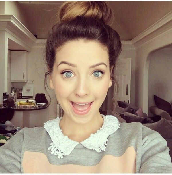I wanna wish a massive happy birthday today to one of my most favorite YouTubers ever,  Zoe Sugg! ❤ I hope you have an amazing day full of wonderful birthday wishes :) xxx. We love you Zoe! ❤