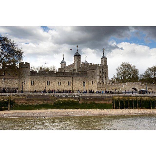 Лондонский Тауэр — один из главных символов Великобритании, занимающий особое место в истории английской нации.Тауэр, крепость,...