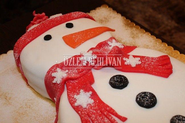 Kardan Adam Eşliğinde Yılbaşı Pastası #butik pasta #yilbasi #kardan adam #yeni yil #noel #kar #boutique cake #new year #Christmas #snow #snowman