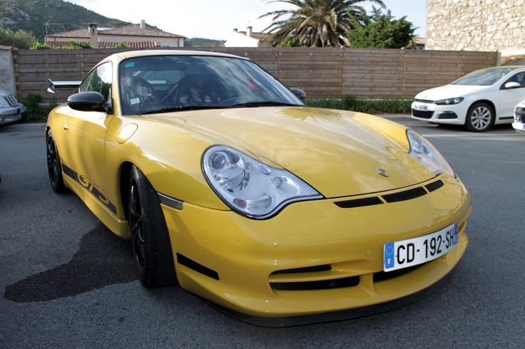 A beautiful Yellow Porsche GT3 !