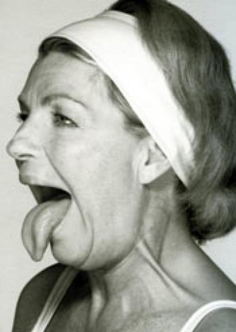 """Découvrez en 4 gestes, les fondamentaux de la gymnastique faciale pour un visage plus jeune naturellement ! Retrouvez tous les autres gestes dans """"la gymnastique faciale"""", de Catherine Pez, aux éditions de l'Homme."""
