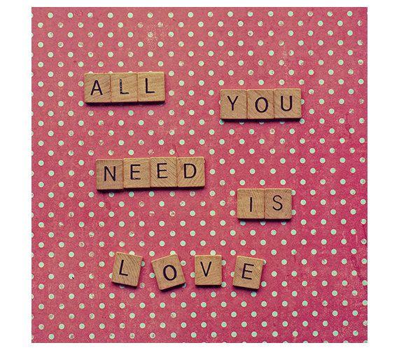 Lettres de Scrabble cite citation de pois - décoration sticker art pépinière - photographie - tout ce dont vous avez besoin est amour - photo carré