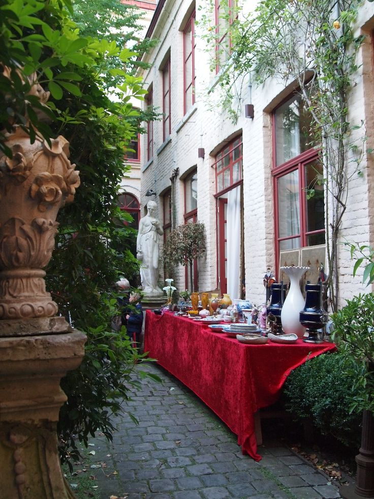 LILLE ANTIQUE ALLEY