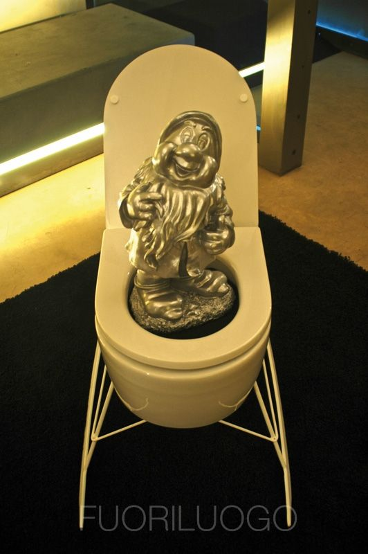 """""""Guarda come gongolo"""" by Michelangelo Chiti - ALL RIGHTS RESERVED [Edizione 2010 Fuoriluogo: WChairs] #art #wc #toilet #bidet"""