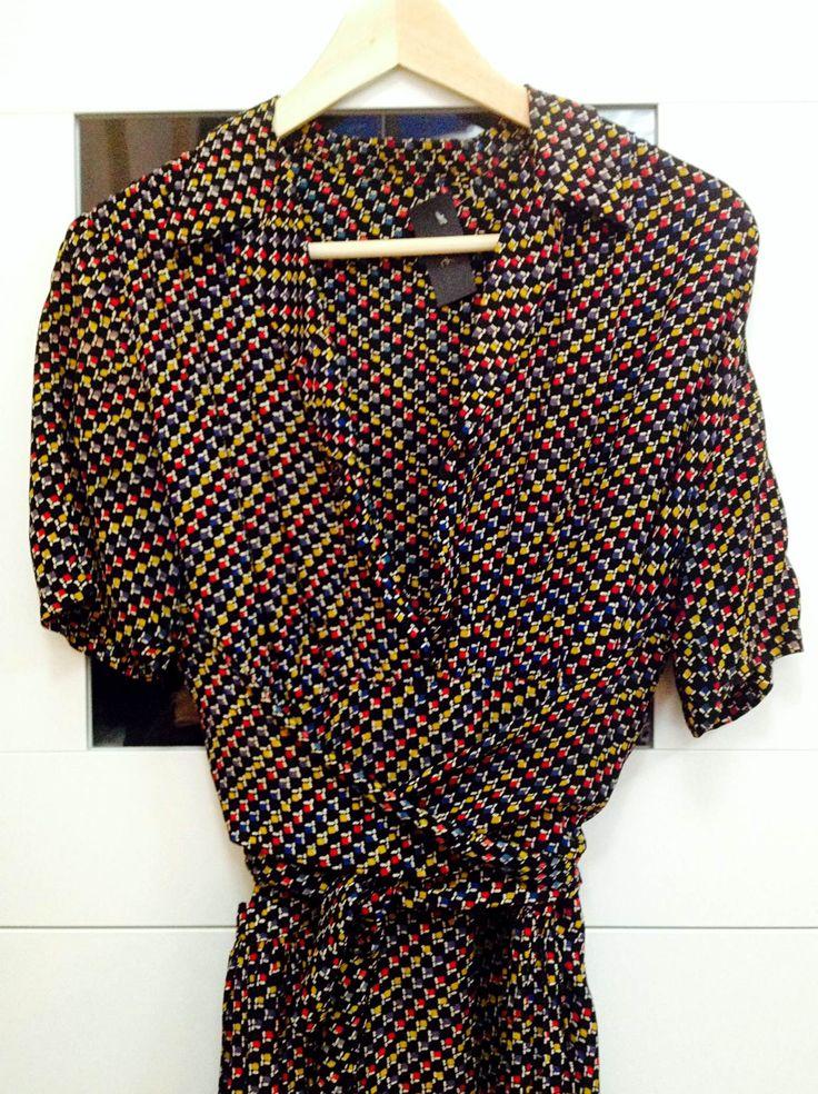 Very elegant 40s dress that flatters all body types! Trust the stylist!