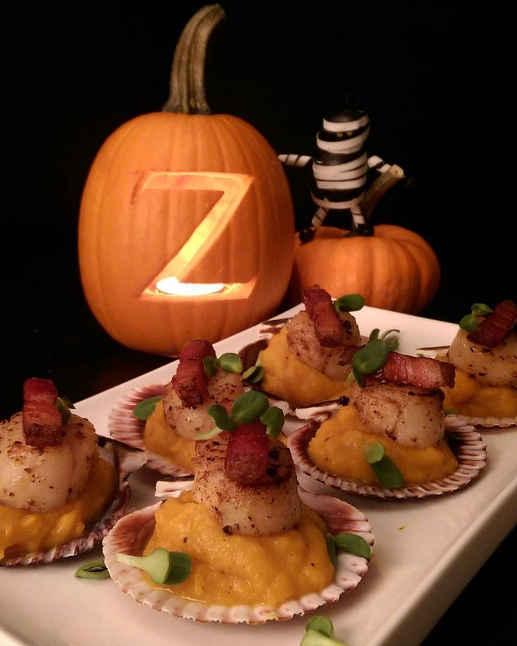 #HappyHalloween  We are starting the evening with seared scallops served on pumpkin puree with double smoked bacon and micro greens. Stay safe and enjoy the evening however you celebrate! @zimmysnook