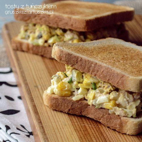 Przepis na pyszne tosty z tuńczykiem lub sałatkę z tuńczyka, jajka i kiszonego ogórka.