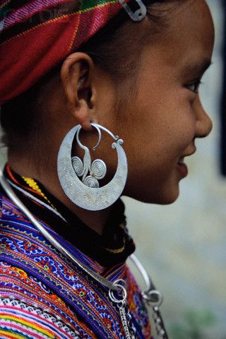 Vietnam | A Yao girl in Bac Ha, Vietnam, wears aluminium jewelry with an elaborately embroidered top. Vietnam's Yao minority live in the country's mountain regions and are known for their brightly colored outfits | © Robert van der Hilst/Corbis