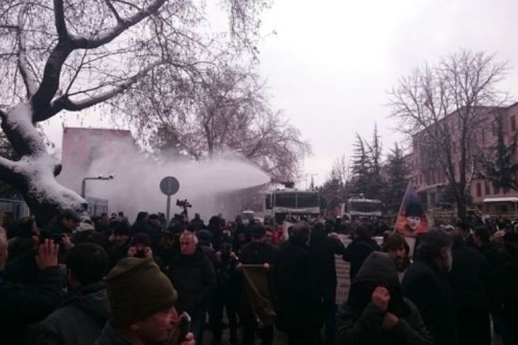 Police Attack on Those Protesting Presidential System in Front of Parliament