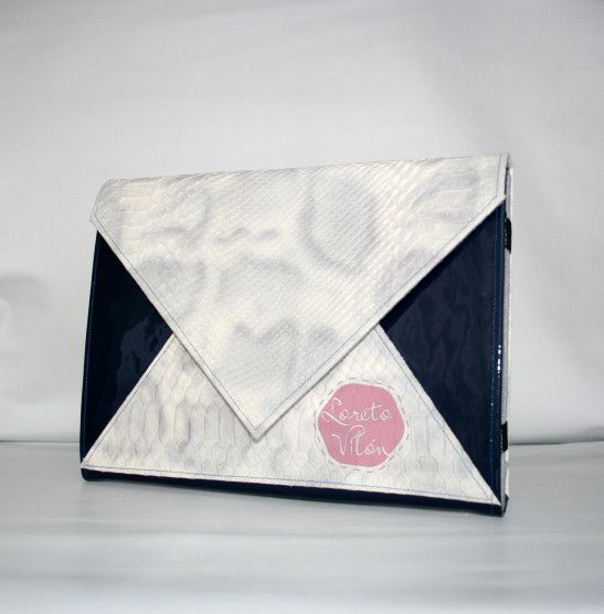 A 100% leather Clutch-Cover for Ipad/Tablet