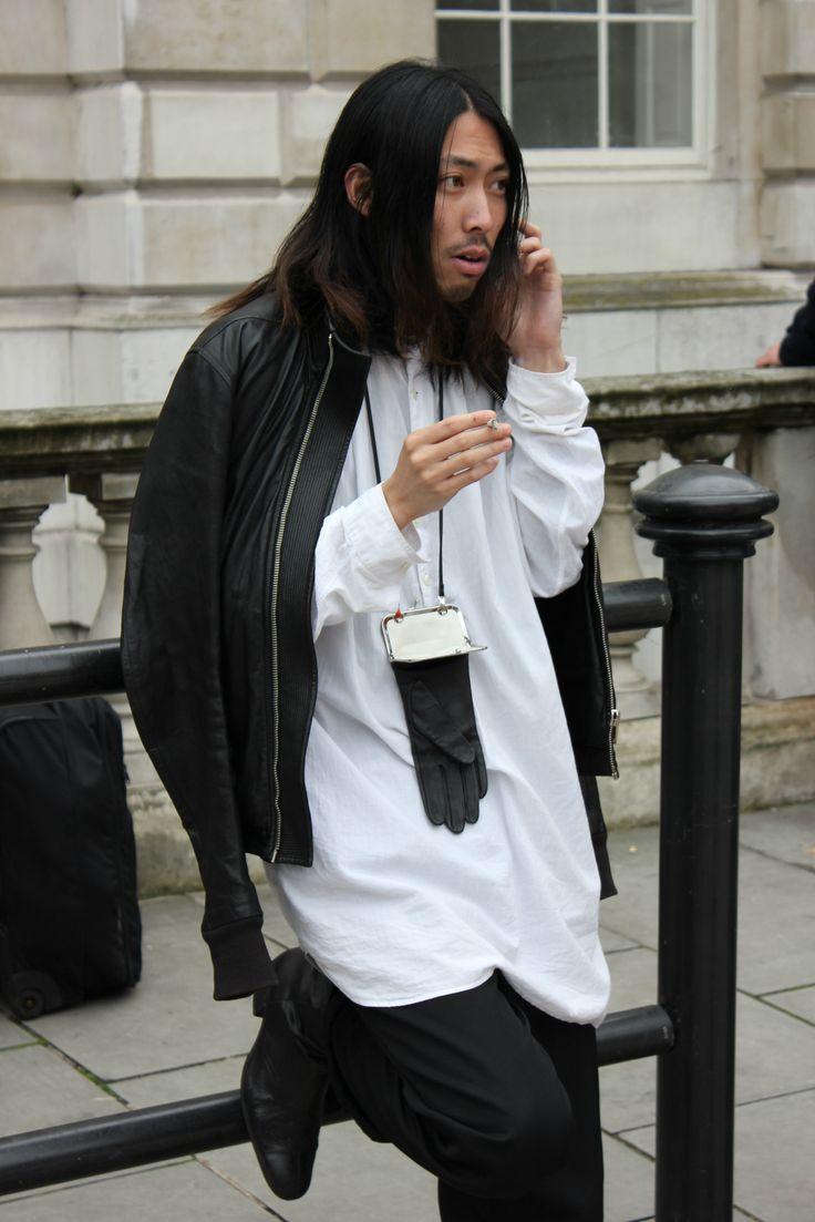 """BLACK ON WHITE"" #leather #blackandwhite #looseshirt #streetstyle #lfw"