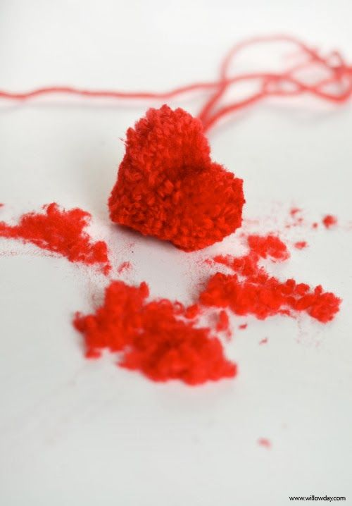willowday: How to make heart-shaped pom-poms