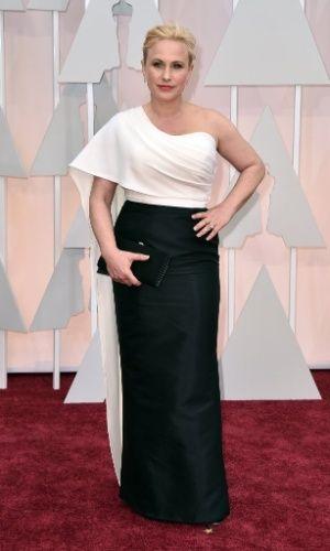 """Patricia Arquette, indicada para melhor atriz coadjuvante pelo filme """"Boyhood"""", chega ao tapete vermelho para a 87ª cerimônia dos Oscars."""