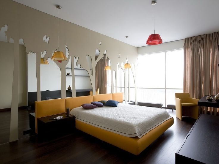 Желтые акценты в спальне   #дерево #желтый #зеркало #изголовье #спальня