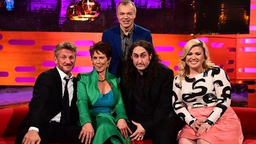 Graham Norton with Sean Penn, Celia Imrie, Ross Noble, and Kelly Clarkson.