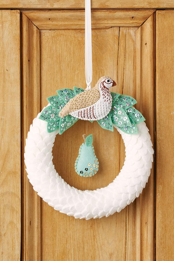 Partridge in a Pear Tree DIY Christmas wreath | Felt wreath | Mollie Makes 59