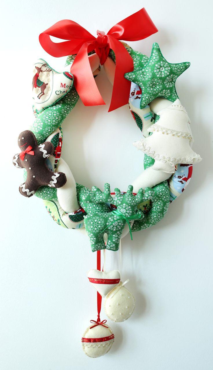 ...Festive wreath...Bożonarodzeniowy wieniec...rękodzieło.Na sprzedaż 170 zł. agnieszkakreczynska.wix.com/sekretyszafy