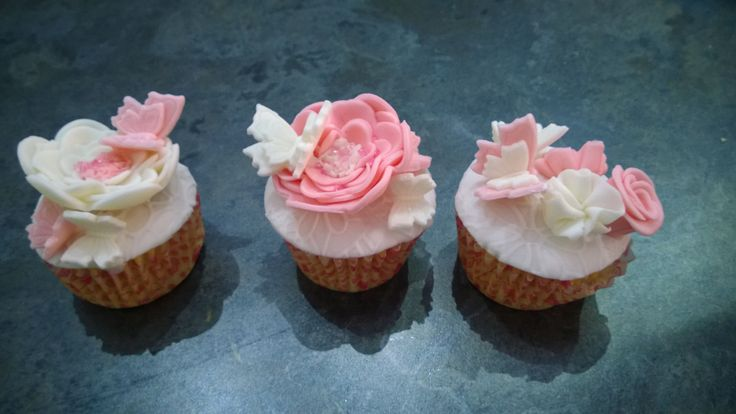 Cupcakes,butterfly, flower, fondant, zucchero, fiori fondente, farfalle in pasta di zucchero, cakes, minicakes,