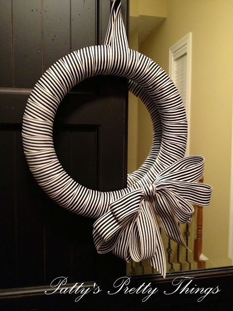 DIY ribbon wreath: Stripes Ribbons, Ribbons Wreaths, Black And White, Patties Pretty, Pretty Things, Front Doors, Wreaths Ideas, Simple Wreaths, White Stripes