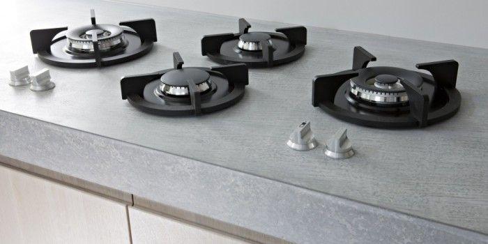 """Paul+van+de+Kooi+keuken+""""Modern+met+houten+fronten"""". Betonnen+werkblad+(met+glasplaat?),+pitt+cooking."""