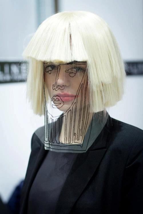 #mascara #dibujada de #plastico #fibron #negro #peluca #fashion