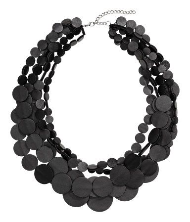 Black. Multistrand necklace in imitation leather. Adjustable length, 20 3/4 - 23 1/4 in.