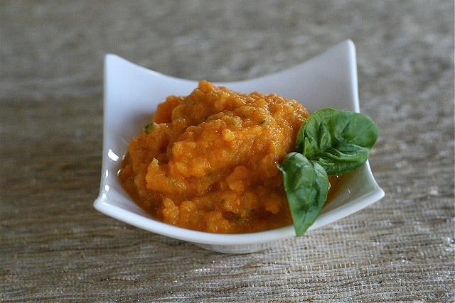 Papilla de coliflor, zanahoria y tomate. ¿quien dice que los bebes tienen que comer aburrido?