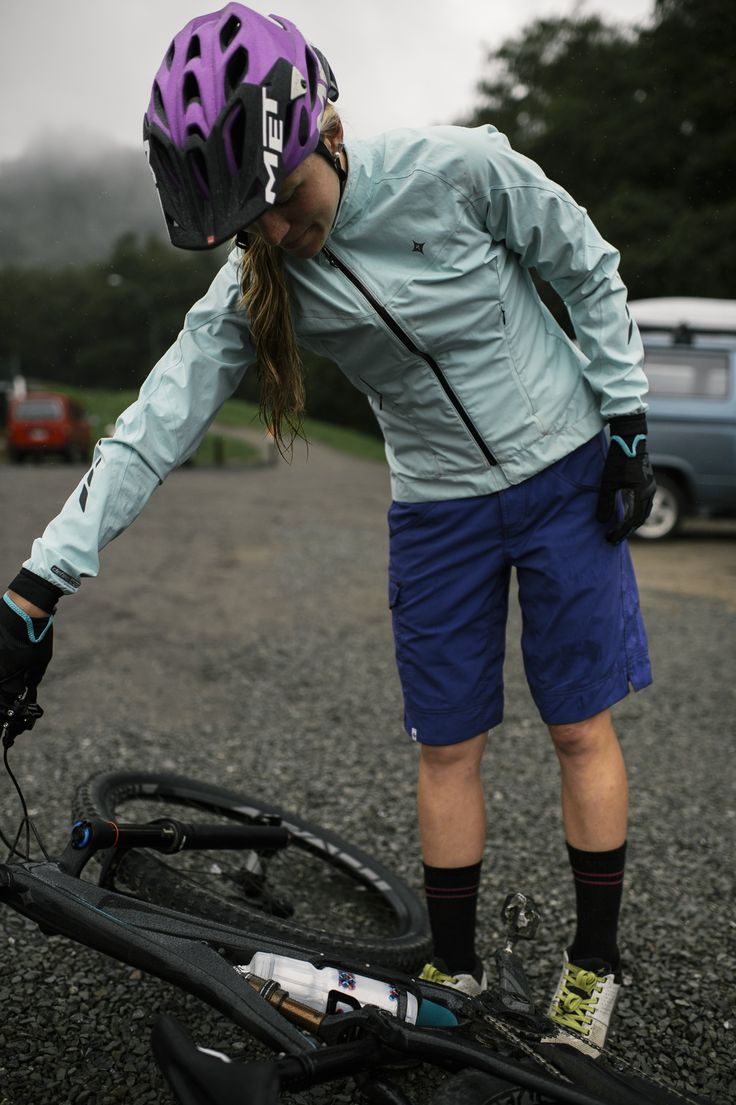 Barring freak acts of nature, there's no such thing as a bad day to ride—if you have the right gear, that is. And if you're rolling in our Women's Deflect™ H2O Comp Jacket, you'll be ready to take on whatever Mother Nature has to throw at you.