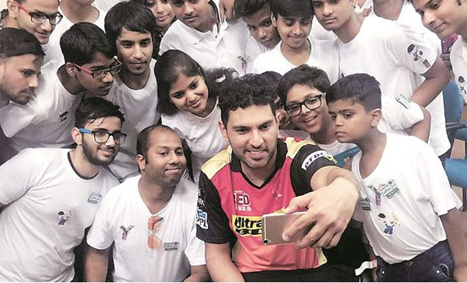 #Yuvraj met the #youngsters and shared his #experience with #cancer