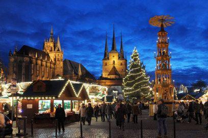 Endlich geht die Glühwein-Adventszeit wieder los. Für alle, die keinen Rummel mögen, zeigt TRAVELBOOK die 18 kuscheligsten Adventsmärkte in Deutschland.