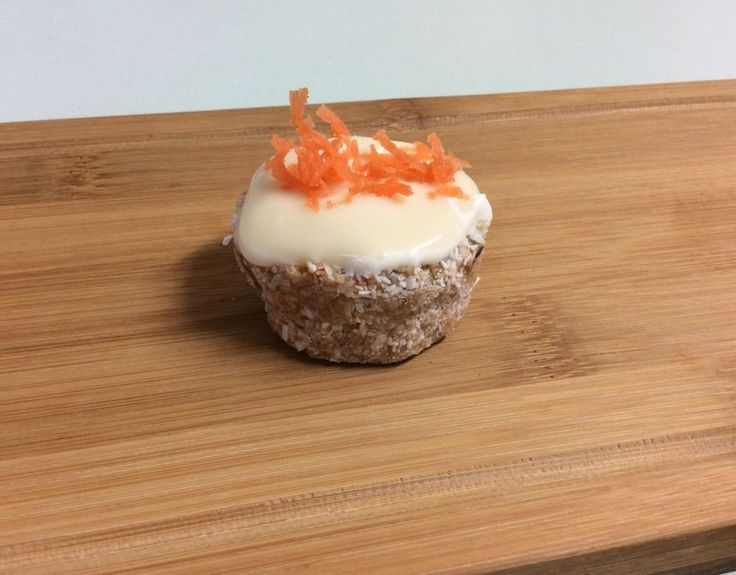 Mini Raw Carrot Cakes With Cream Cheese Frosting